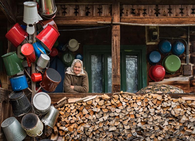 the-lady-of-the-potsMacinai-Michele-EFIAP_sBucine-Fraz.Mercatale-ValdarnoAR-Ass.-Fotoamatori-F.Monchi